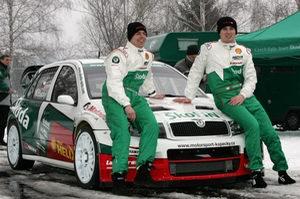 Czech_rally_team_Skoda-Kopecky_kopecky_schovanek.jpg